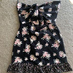 Lulu's Dresses - Lulus strapless, flower dress.